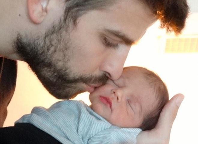 Шакира показала сына