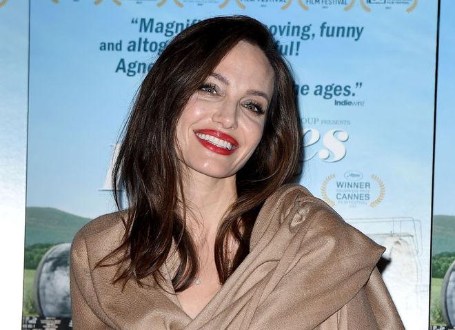 """Анджелина Джоли на премьере фильма """"Лица, деревни"""""""