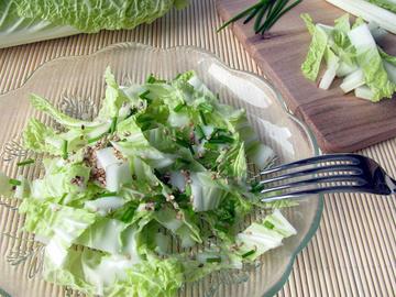 Салат из пекинской капусты, пекинская капуста, сезам, специи, масло