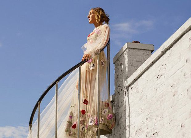 Выше облаков: Сара Джессика Паркер в романтичной фотосессии на крыше высотки