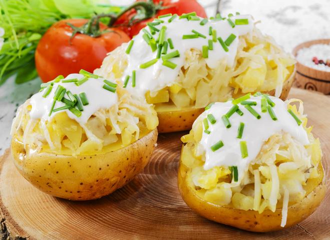 Запечённый фаршированный картофель: рецепт