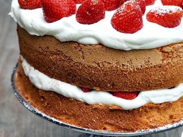 Вкусный торт с коржами и кремом