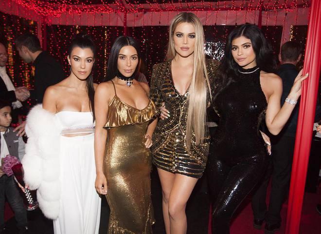 Ким Кардашьян отметила рождество в откровенном платье