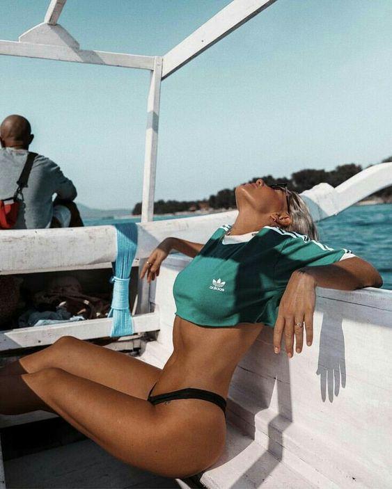 Insta-шпаргалка: 15 удачных поз для фото на пляже