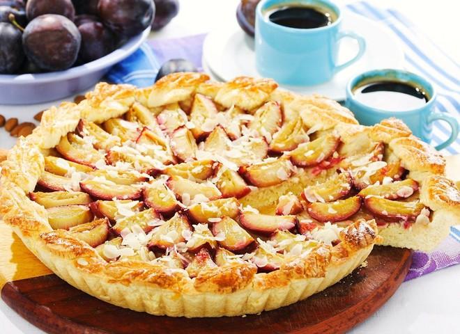 Сливовий пиріг - смачний десерт на сімейну вечерю