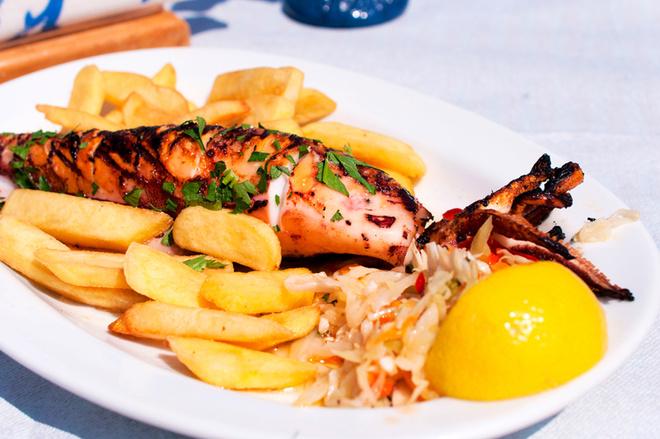Необычные блюда на Новый год 2016: рецепты фаршированных кальмаров