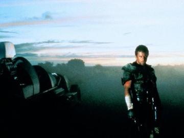 кадр из фильма Безумный Макс 2