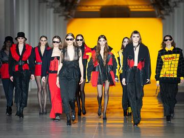 POSTUSHNA Re-Fashion for DHL