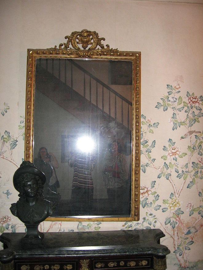 зеркало с призраками
