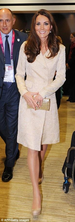 Кейт Міддлтон в однаковому платті-пальто: 2012