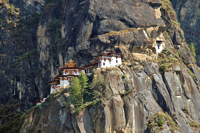 """Логово тигрицы"" над пропастью: монастырь Такцанг-лакханг"