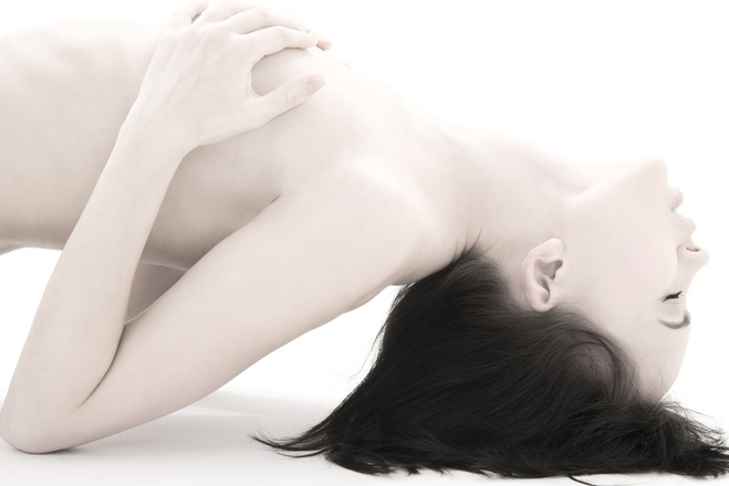 zhenshina-ne-ispitivaet-orgazm-pochemu