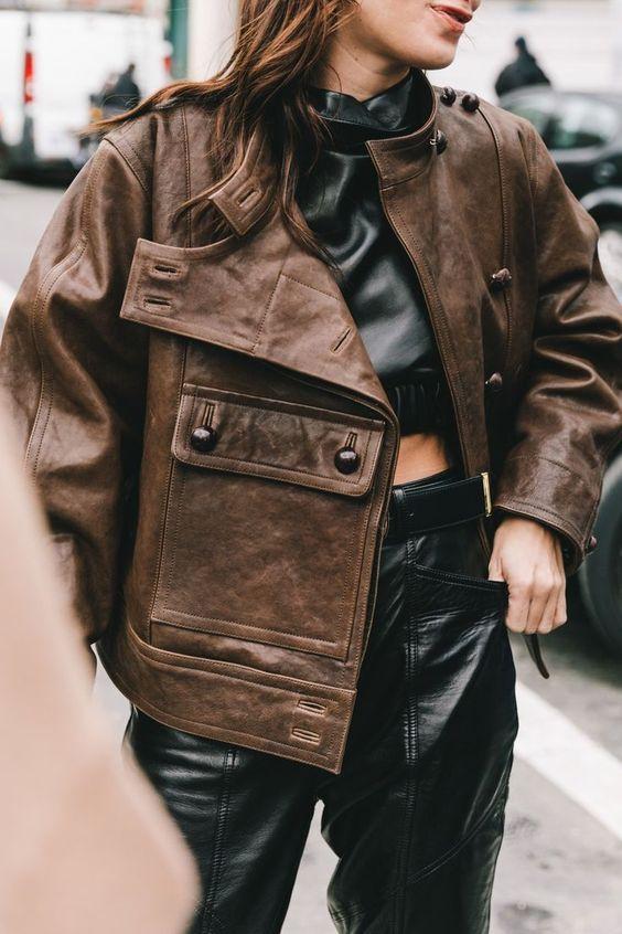 Косуха и кожаный пиджак — тренд весны 2021