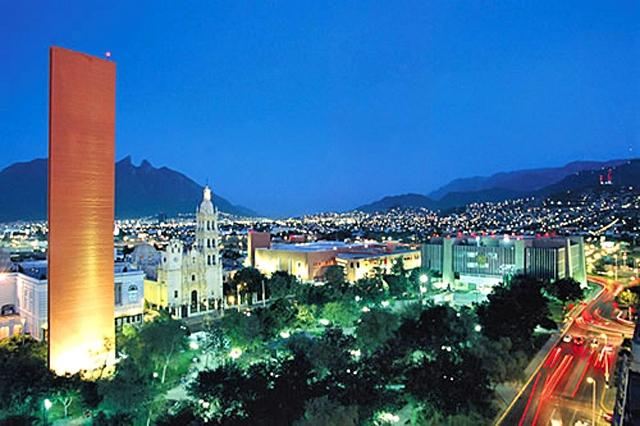 5 крупнейших городских площадей в мире: Площадь Макроплаза, Монтерей, Месика