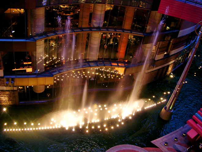 5 дивовижних шопінг-центрів світу: Canal City