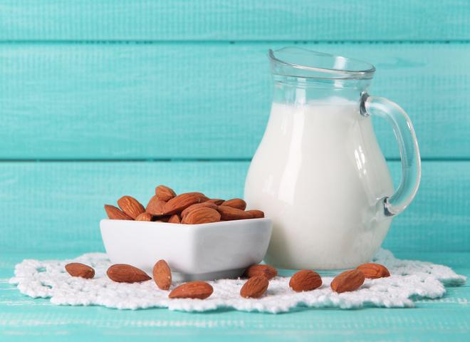 Ореховое молоко: способы приготовления и вся правда о полезном напитке