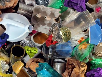 Вопрос-Ответ: Куда сдать пластик и другие отходы в Киеве?
