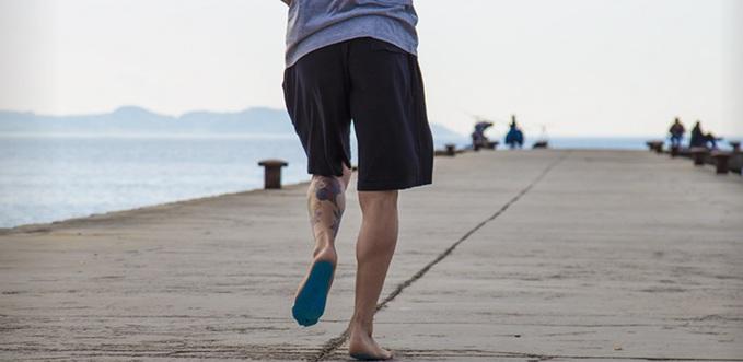 Наклейки на ноги вместо обуви