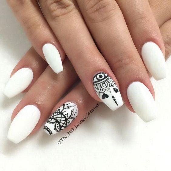Білий манікюр