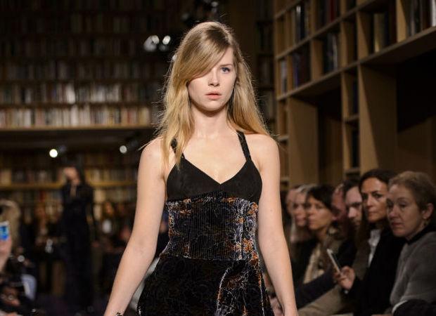 Лотти Мосс дебютировала на Парижской неделе моды