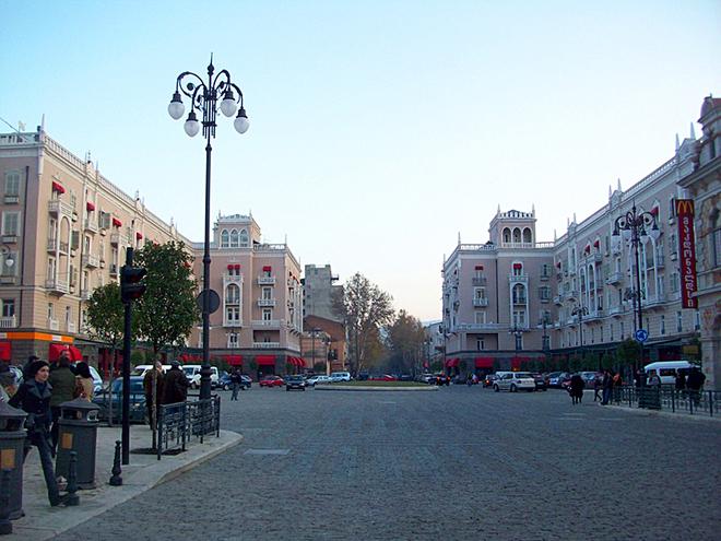 Современная Грузия: проспект Давида Агмашенебели - Тбилиси