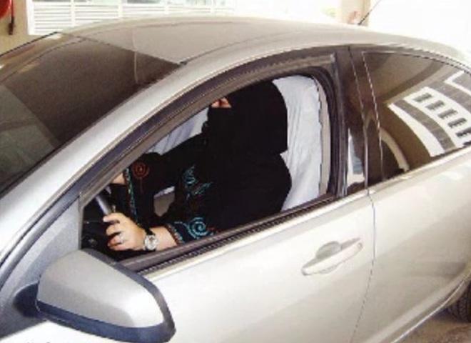 Cаудовские женщины за рулем