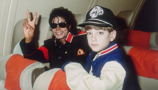 Майкл Джексон і 10-річний Джиммі Сейфчак у літаку музиканта, 11 липня 1988 року