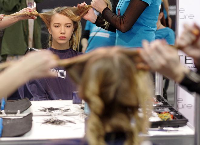 UFW AW 16/17. Другий день: бекстейдж зачіски