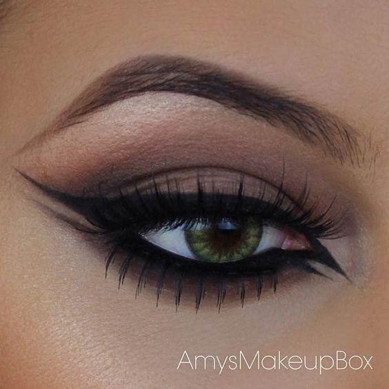 Незвичайні стрілки в макіяжі очей