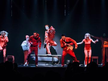 """Непередбачувана прем'єра: Театр """"Мізантроп"""" шокував публіку сміливою постановкою """"Король Убю"""""""