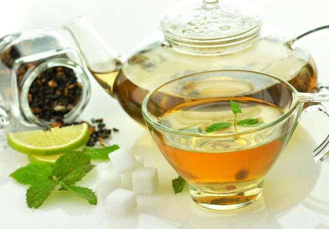 от боли в животе спасет теплый зеленый чай