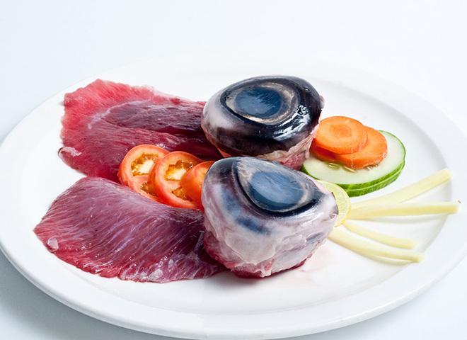 Ты не захочешь это попробовать: ТОП-10 самых необычных блюд разных стран мира
