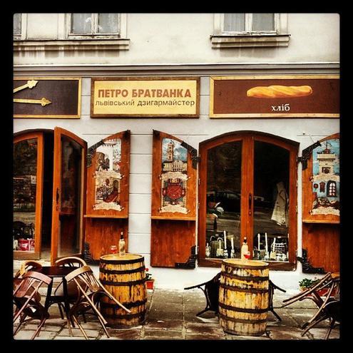 Рестораны Львова: Пструг, хліб та вино