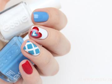 Модный летний маникюр 2016: Moschino nails