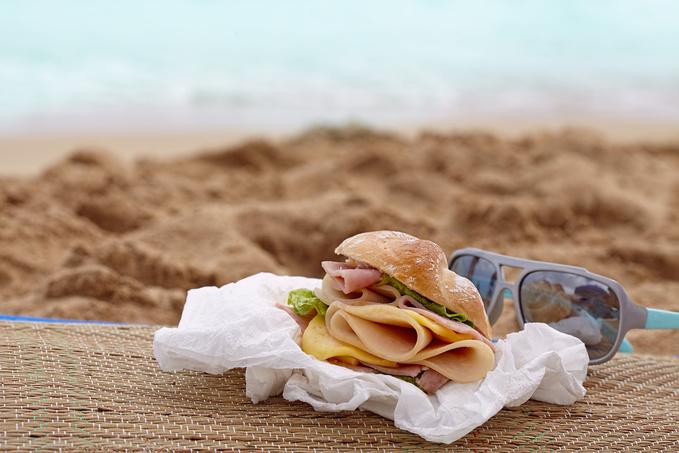 Небезпечна їжа: що не варто купувати на пляжі