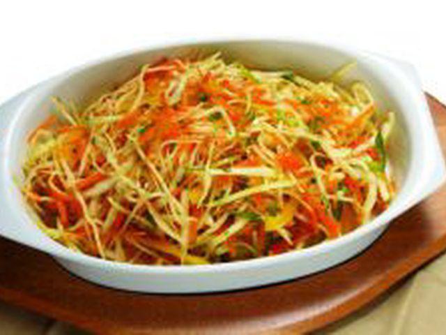 салат витаминный из капусты фото
