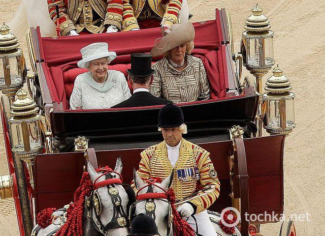 Бриллиантовый юбилей Елизаветы II завершился поездкой в карете