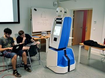 Новый сотрудник аэропорта Амстердама – робот