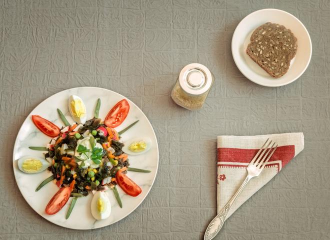 ТОП-3 рецептов вкусных салатов с морской капустой