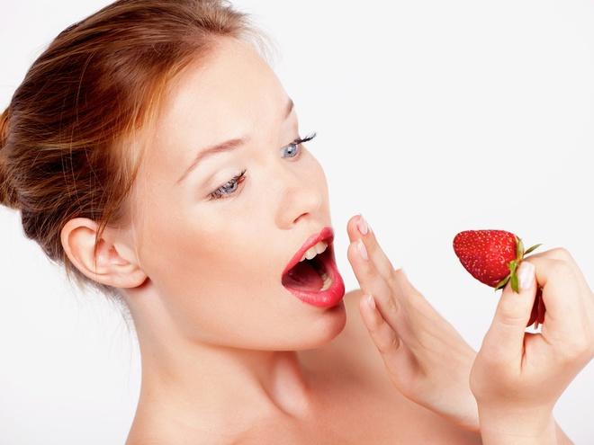 можно ли есть клубнику после отбеливания зубов
