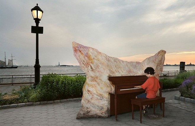 """""""Play Me, I'm Yours"""": британский проект, который объединяет людей по всему миру"""