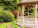 Альтанка в саду