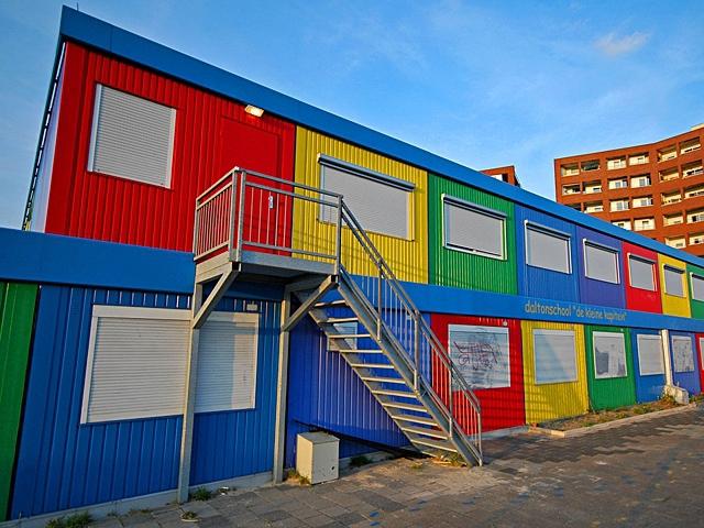 Самі незвичайні школи світу: Перевозна школа з промислових контейнерів, Амстердам, Нідерланди