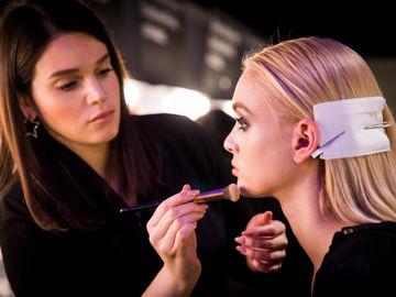 Как скрыть расширенные поры с помощью макияжа
