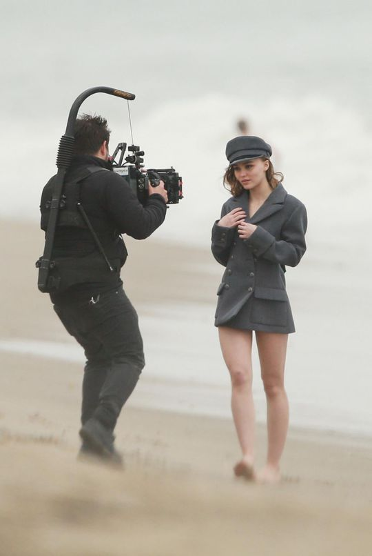 Лили-Роуз Депп на пляже Малибу