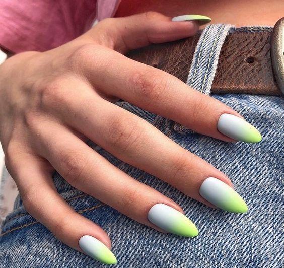 Матовый маникюр на длинные ногти с миндальной формой на лето 2020
