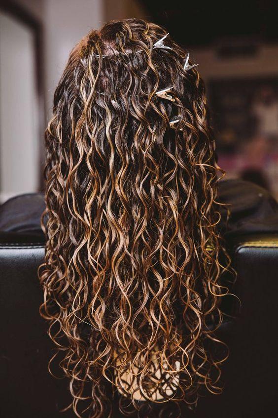 Як зробити ефект мокрого волосся самостійно