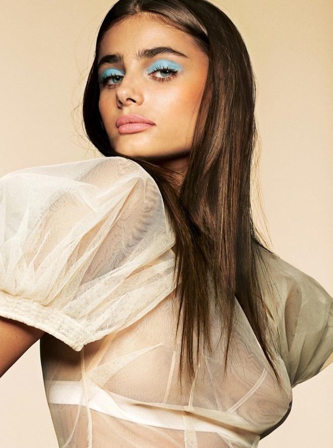 Ангел Victoria's Secret учит как быть чувственной в новой фотосессии