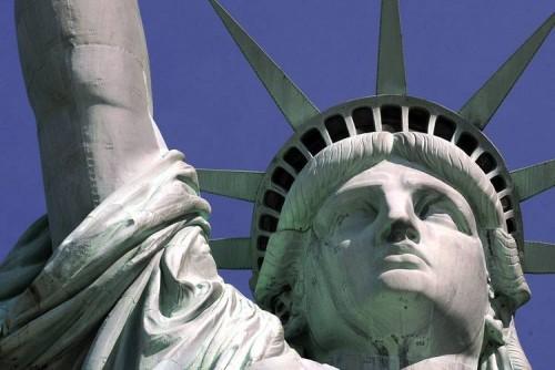Одним глазком из Статуи Свободы