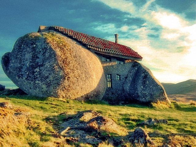 Самые необычные дома в мире: Дом-камень, Гюэмараес, Португалия